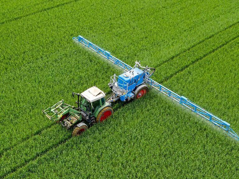 Traktor iprzyczepa dopodlewania upraw